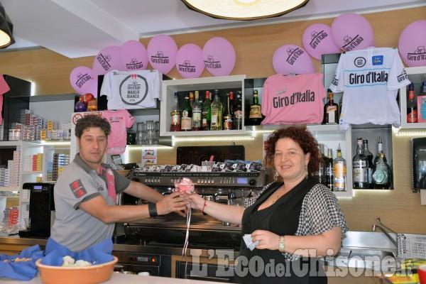 Giro d'Italia,le vetrine di Pinerolo si preparano