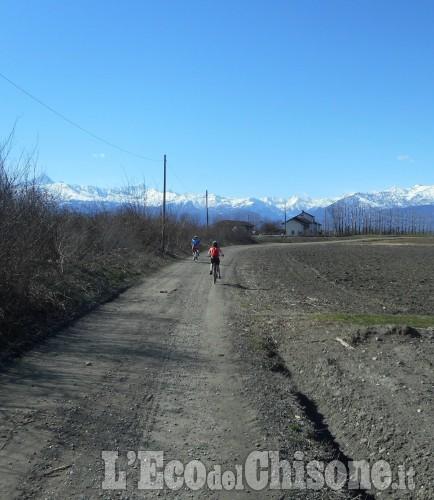 Scarpinando zaino in spalla: in bicicletta dove c'era la ferrovia