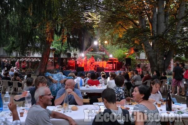 Perosa Argentina: le canzoni dei nomadi e il barbecue nel parco