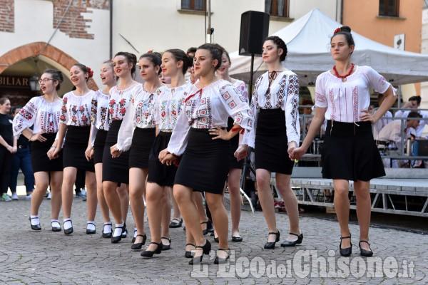 Pinerolo: spettacolo folkloristico romeno