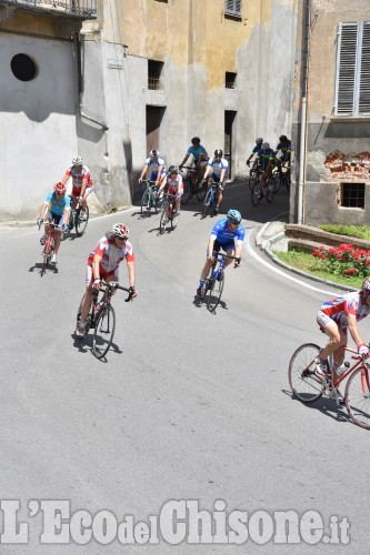 Cicloturisti tra Val Pellice e pianura