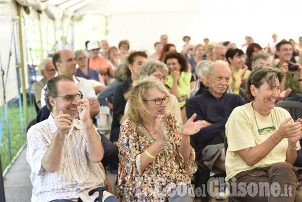 Entusiasmo per il Vescovo di Pinerolo Derio Olivero al lago del Laux