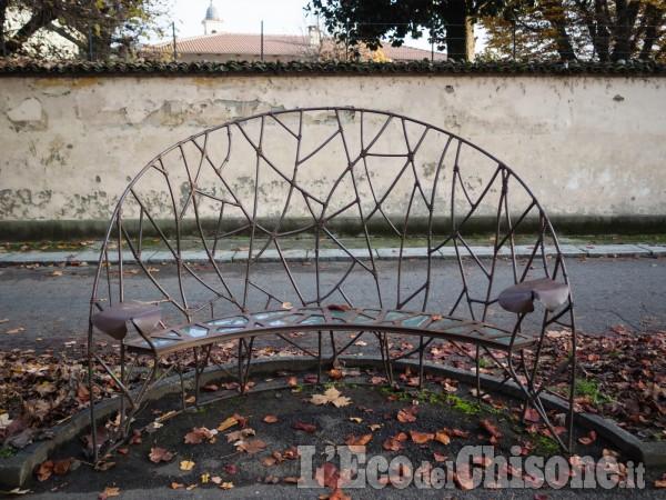 L'arte ogni giorno: la tavola rotonda nata dalla Panchina d'Artista di Nicola Bolla a Vigone