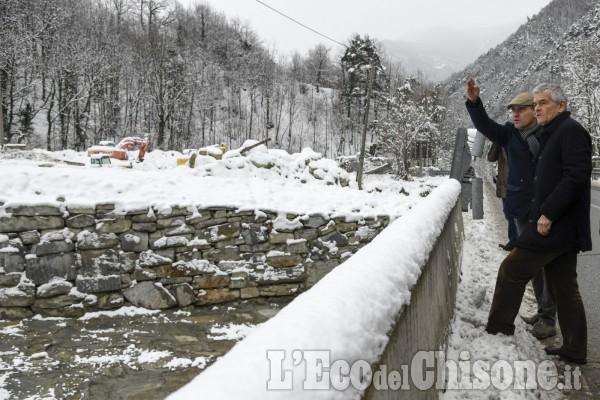 Chiamparino sui luoghi dell'alluvione, incontro con i parenti di Sergio Biamino