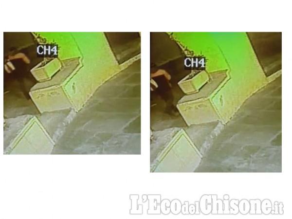 Barge, le immagini delle telecamere di videosorveglianza
