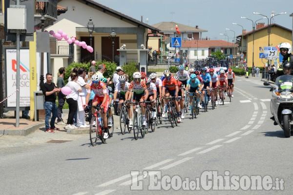 Il passaggio dei ciclisti a Revello