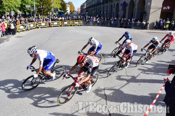 Giro d'Italia, il transito a Pinerolo verso il Sestriere