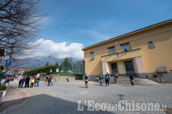Proteste per tornare a scuola: le immagini da Perosa, Pomaretto, Fenestrelle e Pragelato