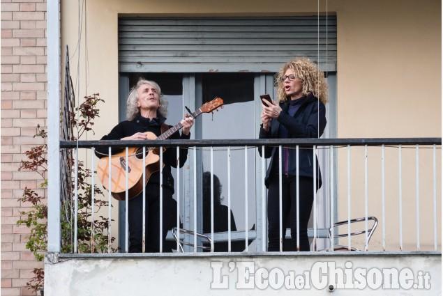 Musica dal balcone: i volti di alcuni dei protagonisti del flash mob