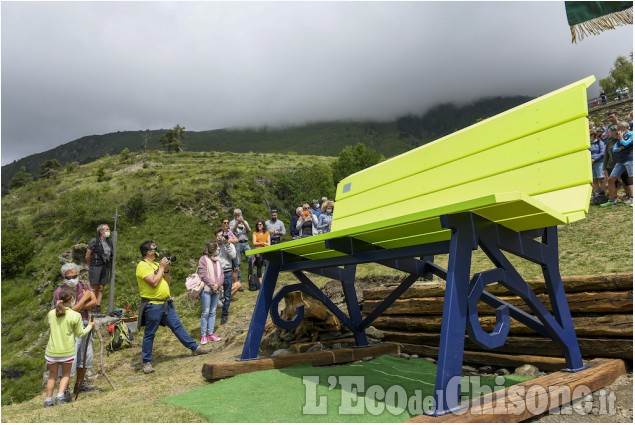 Pequerel è sempre più viva con la panchina gigante: ecco le immagini