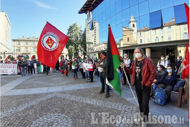 Pinerolo : Manifestazione in Piazza Facta  Pro Palestinesi