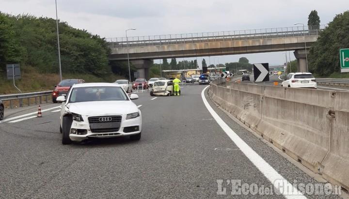 Piscina: scontro tra auto sull'autostrada Torino-Pinerolo, due donne in ospedale