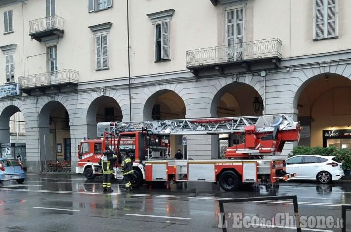 Pinerolo: fiamme in un locale in pieno centro, l'intervento dei Vigili del fuoco
