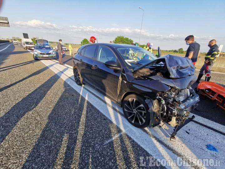 Riva: tamponamento tra auto sulla Torino-Pinerolo, due feriti in ospedale