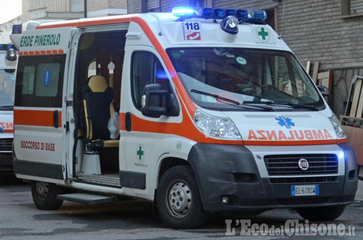 Pinerolo: colto da infarto, 84enne muore in piazza Roma