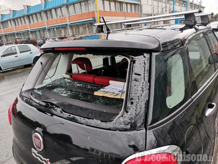A Borgaretto danni alle auto per i maxi chicchi di grandine