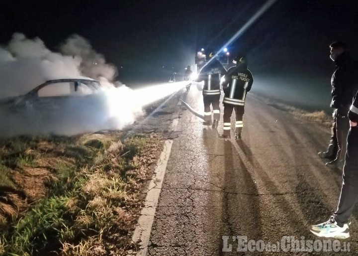 Castagnole: auto rubata e poi data alle fiamme sulla Provinciale 146