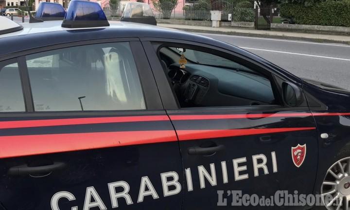 Luserna: tampona l'auto della moglie dopo averla picchiata, arrestato 33enne