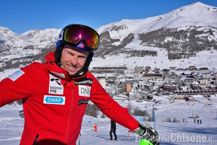 Sestriere: ultima settimana di sci con neve naturale e l'oro mondiale Kristoffersen