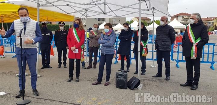 Il governatore Cirio in visita al Drive Through di piazza Perlasca: «Esporteremo il modello Orbassano»
