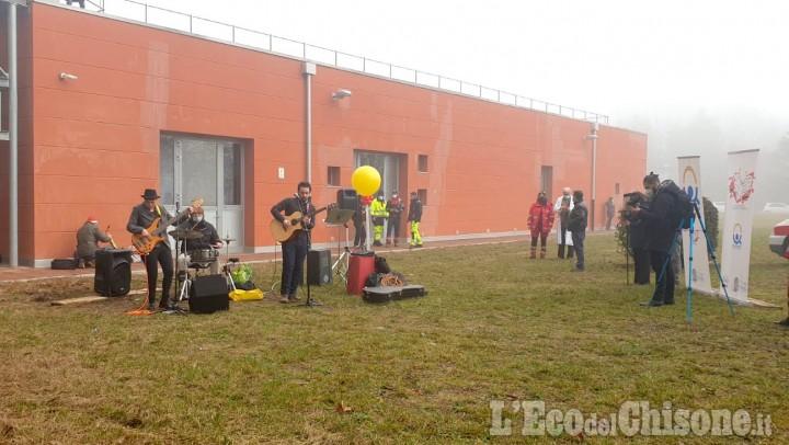 Orbassano: al san Luigi medici e infermieri suonano il concerto di Natale davanti all'ospedale