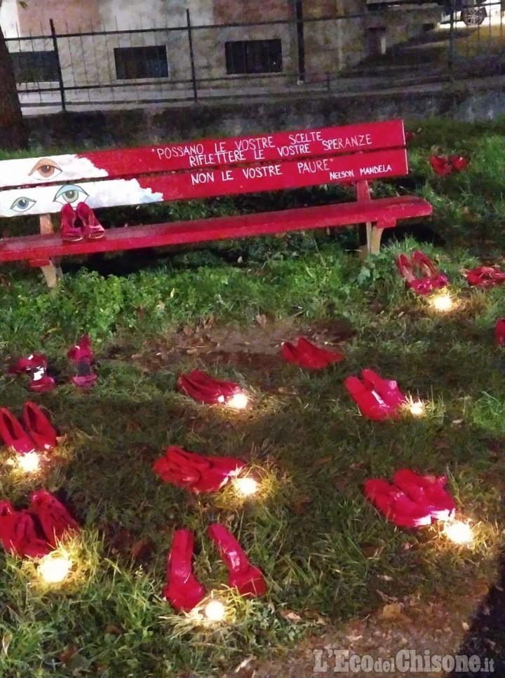 Bruino celebra la Giornata contro la violenza sulle donne con una nuova panchina rossa