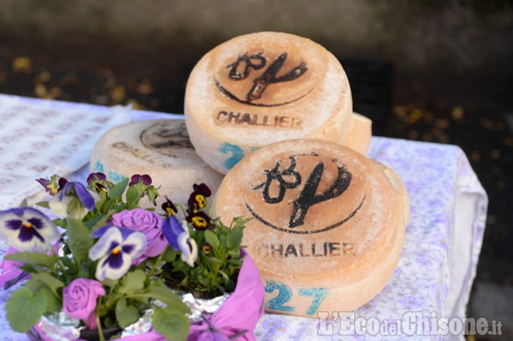 Pragelato: mercatino dei prodotti tipici con Plaisentif, miele e patate di montagna