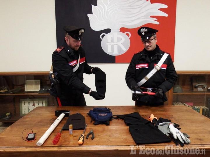 Roletto: guanti e arnesi da scasso nell'auto, denunciati quattro giovani