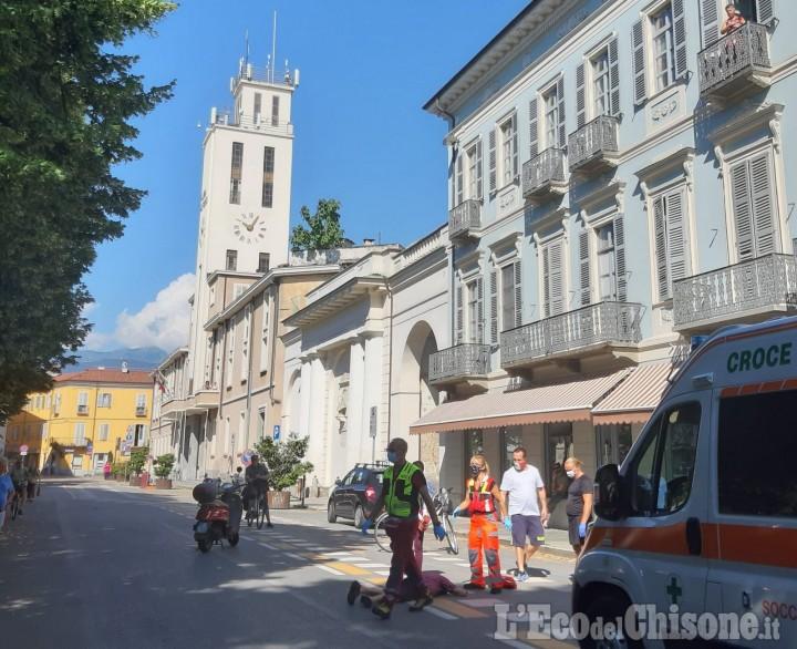 Pinerolo: pedone investito da uno scooter a due passi dal municipio