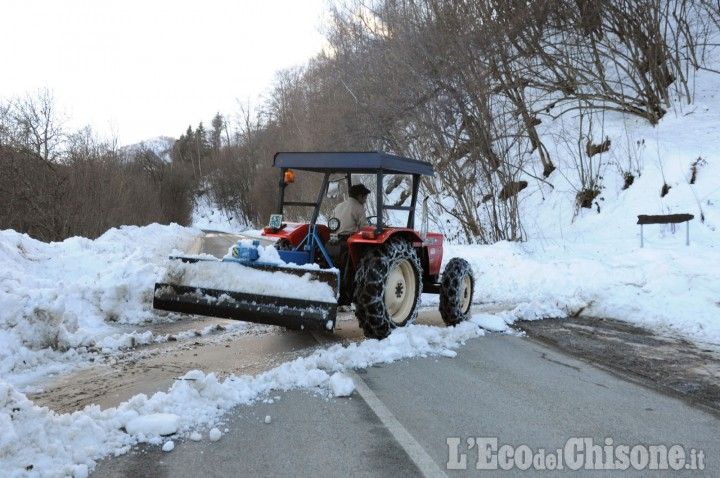Paesana: auto travolta da una slavina sulla Provinciale per Pian Munè, nessun ferito
