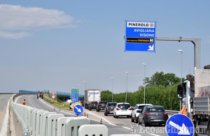 Cantiere sulla circonvallazione di Pinerolo: in corso i lavori sulla pavimentazione