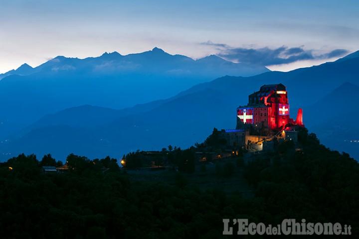 La bandiera del Piemonte illumina la Sacra di San Michele fino a dicembre