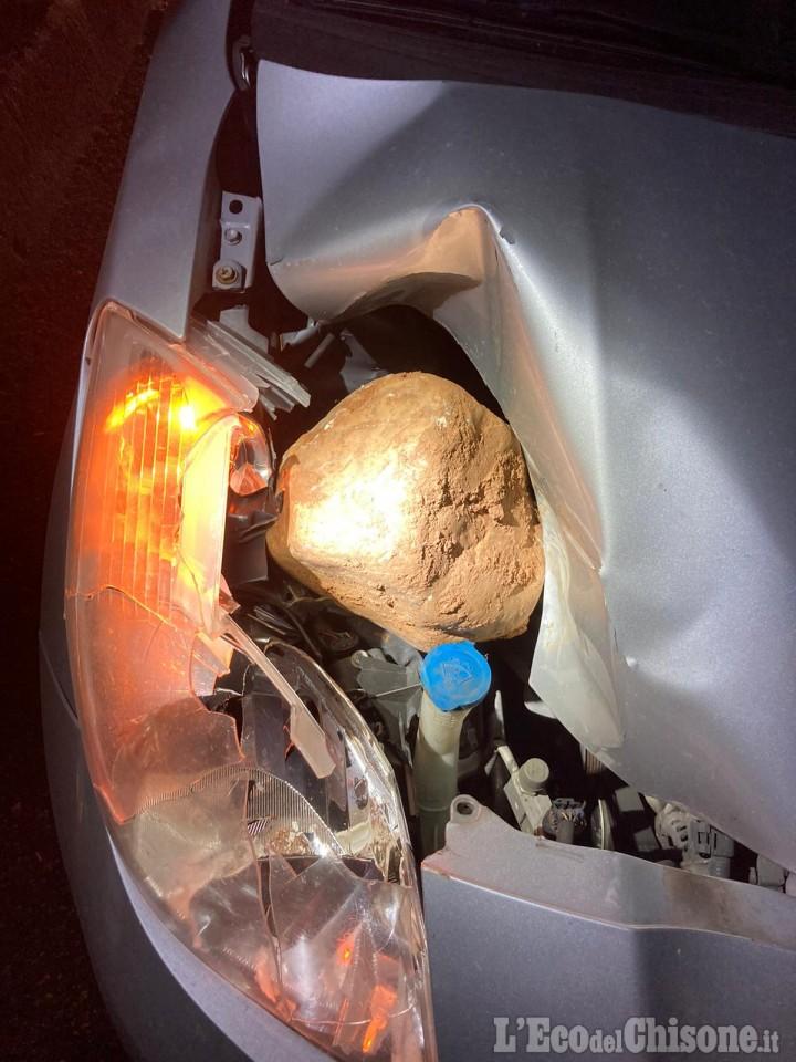 Volvera: sassi dal cavalcavia della Torino-Pinerolo, colpita un'automobile