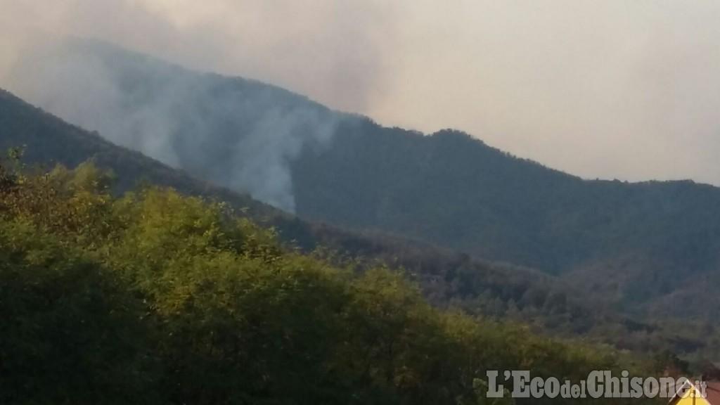 Tragedia in serata a Cantalupa, 26enne muore davanti alla madre arginando l'incendio