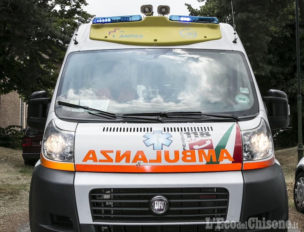 Con la moto contro il guardrail, muore 55enne di Nichelino