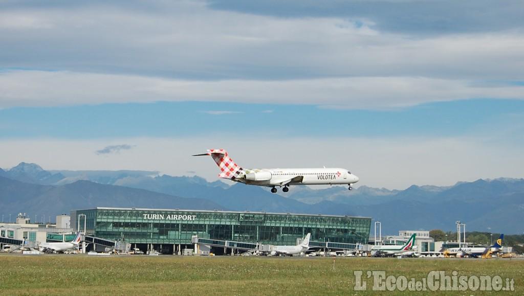 Lancia l'allarme bomba sul volo Torino-Olbia: