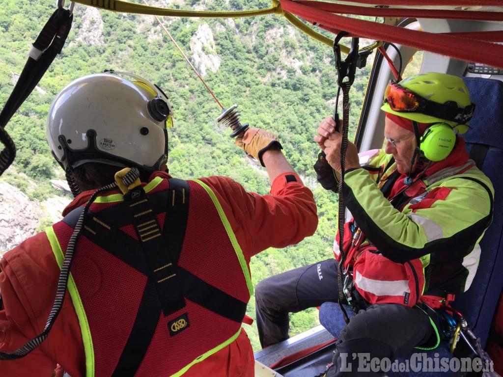 Perosa Argentina: cade da una parete durante un'arrampicata, scalatore ferito gravemente