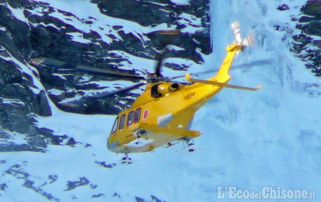Valanga in Val Troncea (Piemonte), travolti 3 sciatori: uno è morto