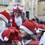Foto Gallery: Vigone tra luci e bambini Babbo Natale