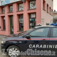 Nichelino: sfonda la vetrina di un negozio con un tombino, arrestato