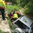 Casalgrasso: sbaglia manovra e finisce in un canale, anziana estratta (illesa) dall'auto