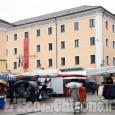 Carnevale a Cumiana: il sindaco Costelli consegna le chiavi del paese a Frutasè e Frutasera