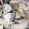 Garzigliana: cane incastrato tra le pietre di un torrente, l'intervento dei Vigili del fuoco