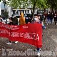 Pinerolo: gli studenti manifestano: «Chiediamo una scuola più giusta»