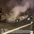 Orbassano: auto in fiamme in tangenziale all'uscita Interporto