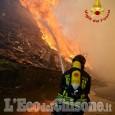 Frossasco: continua incessante il lavoro dei Vigili del fuoco per spegnere il rogo all'ex Annovati