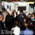 L'arcivescovo Nosiglia visita il campo nomadi di Borgaretto