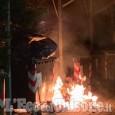 Vinovo: cassonetti in fiamme accanto alla torre civica la notte del 25 aprile