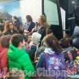 """Pinerolo: primo giorno di scuolabus per i bimbi della """"Nino Costa"""""""