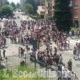 Pinerolo: ultimo giorno di scuola, atmosfera festosa all'uscita delle classi